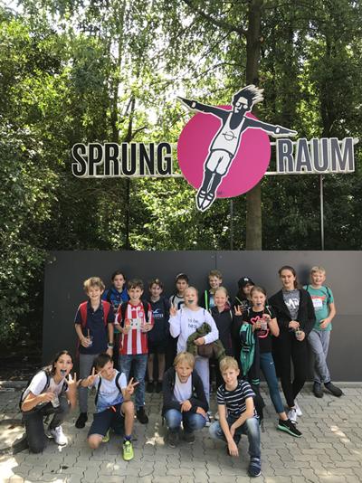 """Schüler besuchen den """"Sprungraum"""""""